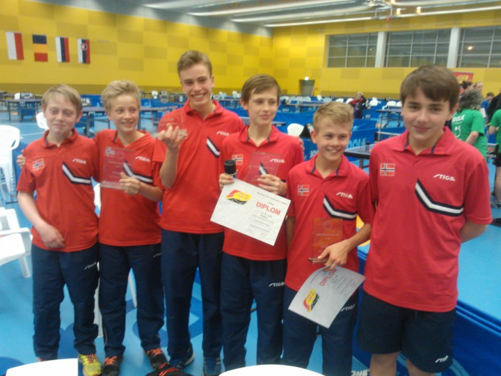 Sølv i lag og bronsje i single i Tjekkia